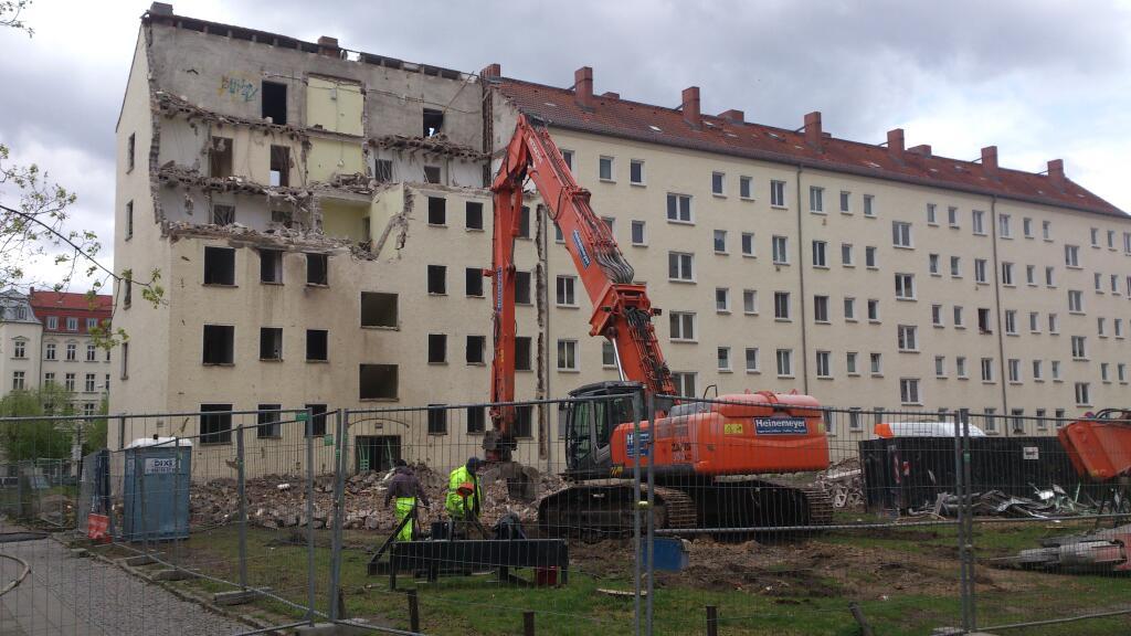 Abriss der ersten Häuser